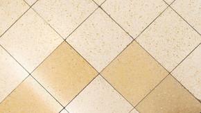 三田線内幸町駅改札階の床