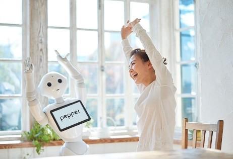 【ソフトバンク】人型ロボット「Pepper(ペッパー)」の家庭向け新モデル発売 「ハイ、ペッパー」で呼び掛けて お値段一括払99万3600円