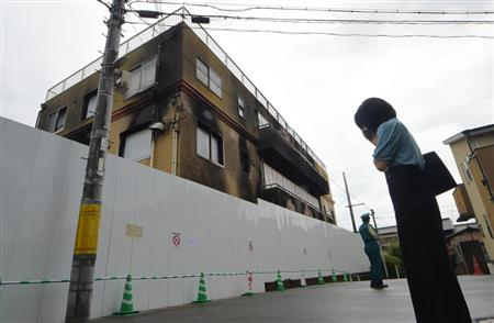 京アニ事件身元公表から一夜明け 現場に悼む人絶えず - ITmedia NEWS