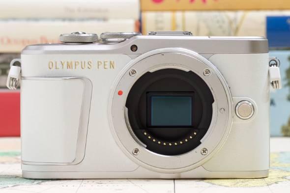 オリンパス「PEN E-PL9」