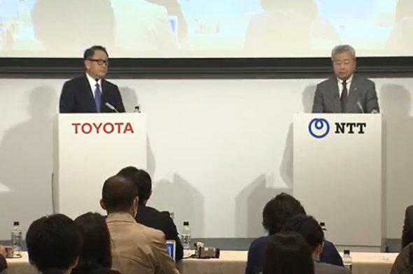 左から、3月24日の記者会見に登壇したトヨタ自動車の豊田章男社長、NTTの澤田純社長=トヨタのライブ映像より