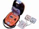 AEDがガシャポンに 電極パッドを伸ばし、ショックボタンを押せる