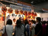 クッキングフェアでは、東北地方の食品が大人気