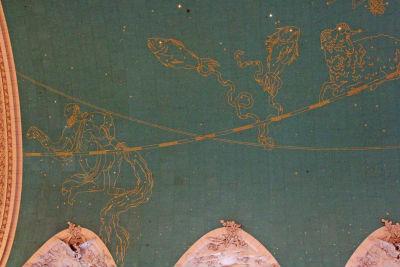 アップルストア付近の天井に描かれた星座