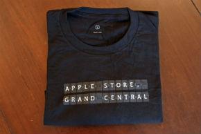 ah_AppleStore_tshirts.jpg