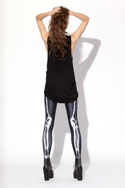 MUSCLES LEGGINGS(左)とLEG BONES LEGGINGS(右)