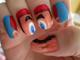 日々是遊戯:この発想はなかった。手を握るとマリオが出てくるネイルアート