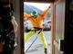 Googleストリートビューに写ったフランスのスキーショップがノリノリすぎる