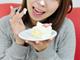 女子高生を中心に流行中の「顔面シュークリーム」が話題