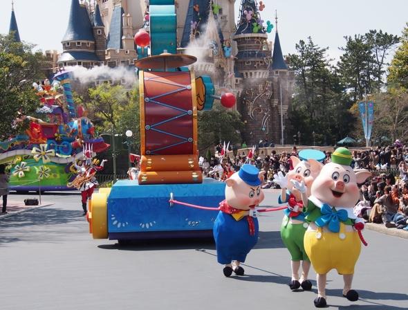 ah_06_01_parade.jpg