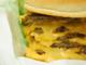1日のカロリーをこれ1個で摂取可能! ロッテリアの「Q段チーズバーガー(ロンギヌスの槍付き)」がやばい
