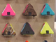 デザインフェスタ:3つのファスナーがついた三角形コインケース 「EYL」の機能デザインが素敵