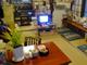 一軒家をそのままマンガ喫茶に 畳の上でゴロゴロ読めるマンガ喫茶「横浜へそまがり」はまるで友達の家だった