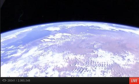 画像(青く光る地球)