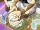 これが次世代の砂遊びか……! 本物の砂を使うセガのアーケードゲーム「え〜でる すなば」が面白そう