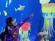 子ども向けだなんてズルい! 紙に描いた魚が泳ぎだす「お絵かき水族館」 新宿伊勢丹で9月18日〜24日まで展示