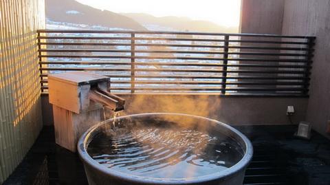 旅館3位「一茶のこみち 美湯の宿」は、ニホンザル目当ての外国人から人気の宿として定着しています