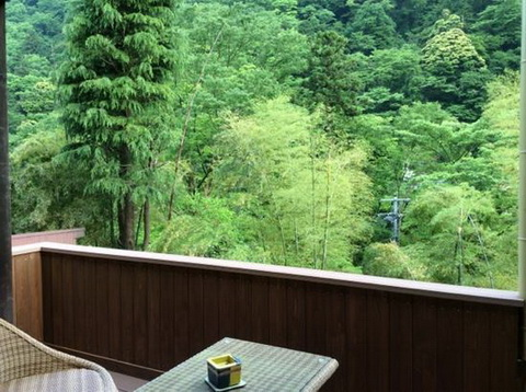 旅館5位「山の茶屋」は「到着した瞬間から、特別に迎えてもらえる気持ちになる」と高評価