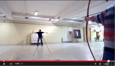 飛んでくる矢を素手でつかんで撃ち返す 弓矢を極めた達人のトリック動画が完全にアニメの世界