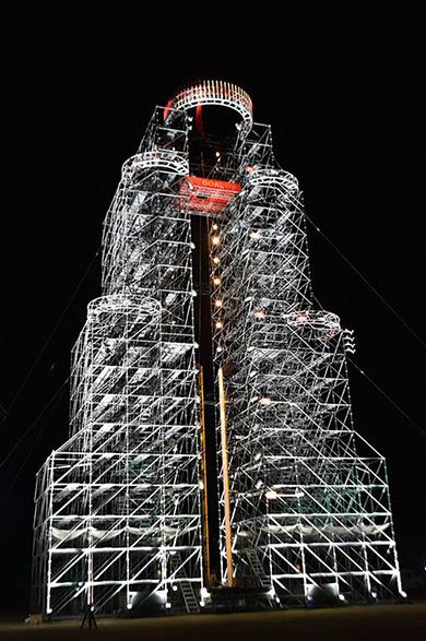 ほぼ1日で作れるってマジかよ! ニコ生で「SASUKEタワー」建設の模様を生中継 - ねとらぼ