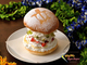 ホイップクリームとフルーツがミルフィーユ状に重なり合ったバーガーがやばい
