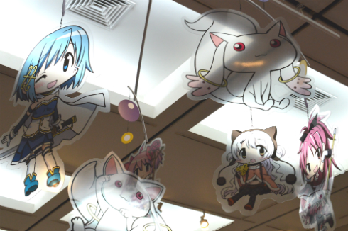 天井にもまどかやキュゥべえたちが!