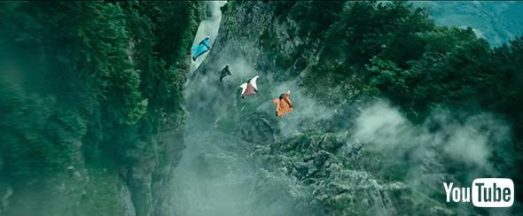 ウイングスーツをまとい断崖絶壁を滑空!