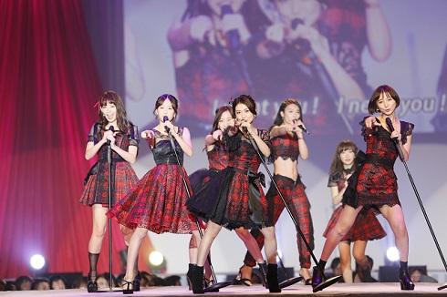 「AKB48劇場オープン10年記念イベント」で「ヘビーローテーション」を歌うオリジナルメンバー
