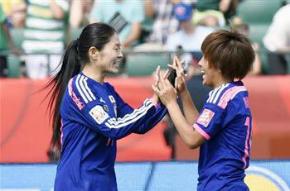 岩渕真奈選手と澤穂希選手の2ショット