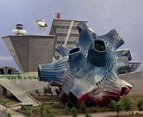 「ウルトラマン」の名シーンをミニチュア展示で再現