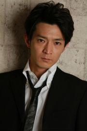 忍堀修吾役の津田健次郎さん
