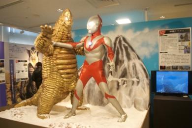 第25話「怪彗星ツイフォン」でのウルトラマンとレッドキングの格闘シーンなど、豪快なジオラマで再現した展示も多数