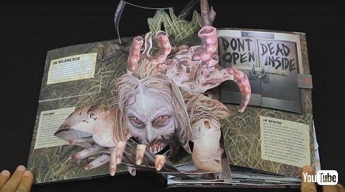 「ウォーキング・デッド」飛び出す絵本から女性ゾンビの顔が飛び出す