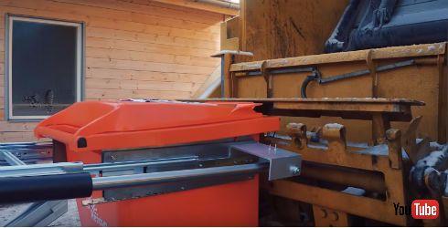 ボルボが大学と開発した自動ゴミ回収ロボット