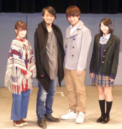 アマゾンズに変身する主役2人と、水澤美月役の武田玲奈さん(右端)、泉七羽役の東亜優さん(左端)のダブルヒーロー&ダブルヒロイン