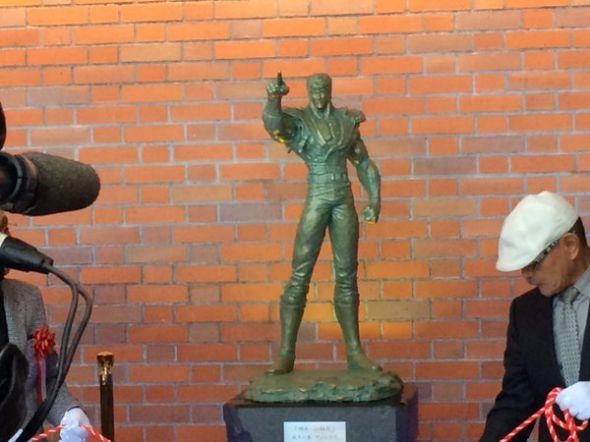 新函館北斗駅にケンシロウ銅像