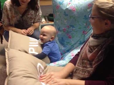 赤ちゃんがプレイ
