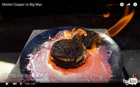 ビッグマックVSドロドロに溶けた銅