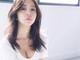 板野友美、谷間&へそチラ写真を公開 「たまらんな!」「これはやばい憧れる」