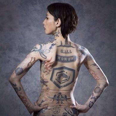 鳥居みゆきさんがタトゥー姿を披露