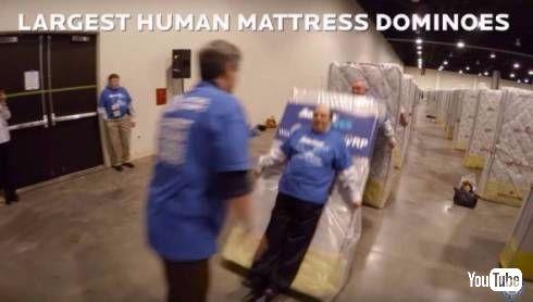 人間マットドミノ