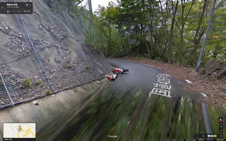 【話題】Googleストリートビューに交通事故? 「日本三大酷道(こくどう)」として知られる国道425号線に今まさに転倒したバイクの姿が [無断転載禁止]©2ch.net YouTube動画>1本 ->画像>13枚
