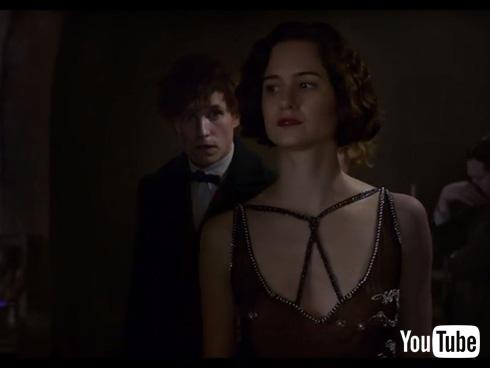 エディ・レッドメイン演じるニュート・スキャマンダーとキャサリン・ウォーターストン