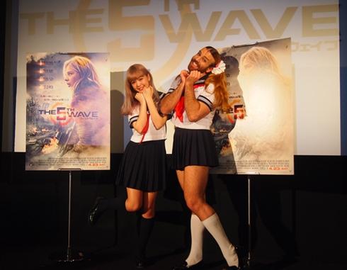 「フィフス・ウェイブ」イベントの藤田ニコルさんとレディビアードさん