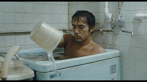 入浴中の阿部寛さん