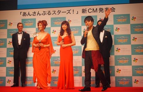 「あんさんぶるスターズ!」新CM発表会の叶姉妹、井上裕介さん