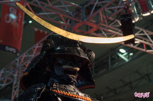 超・真田丸 具足展示 伊達政宗 三日月前立て兜 黒漆塗五枚胴当世具足