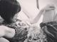 なんてものを枕にしているんだ! 夏菜、愛犬・こむぎちゃんとのうらやまけしからん写真を公開