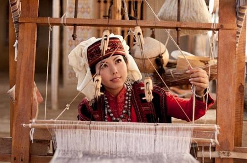 祭さんウズベキスタン機織り