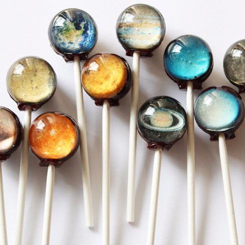 キャンディーに広がる小宇宙 惑星ロリポップが美しすぎる ねとらぼ